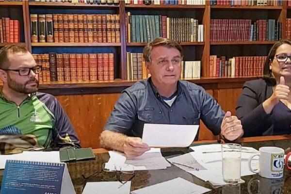 Presidente Bolsonaro quer que postos apresentem composição de preço dos combustíveis