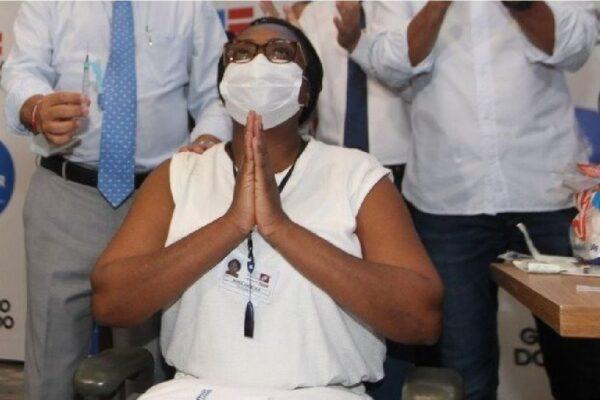 Primeira vacinada na Bahia com a Coronavac é internada com Covid