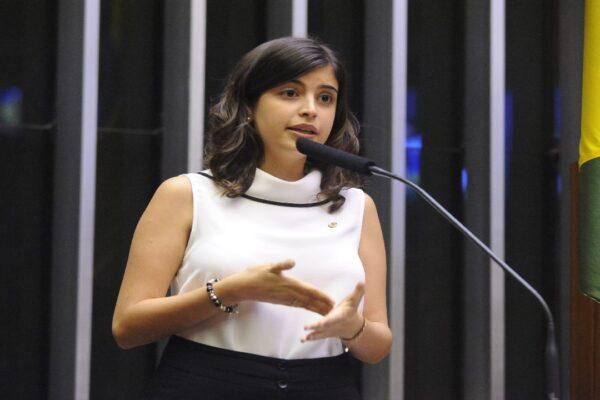 Tabata Amaral irrita esquerda após voto favorável à urgência do projeto que dá autonomia ao BC