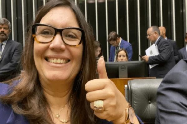 Procuradores do DF declaram apoio publicamente a Bia Kicis para assumir a CCJ da Câmara e STF não gosta