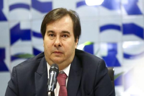 Depois de perder apoio, Rodrigo Maia decide sair do DEM após eleição na Câmara, diz CNN