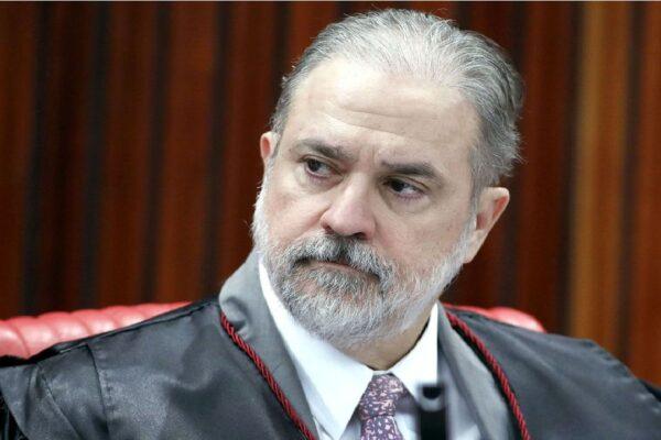 Augusto Aras diz que não abrirá inquérito sobre Bolsonaro por cloroquina