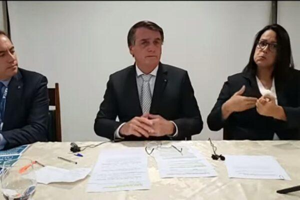 """Bolsonaro critica Mandetta e defende tratamento precoce: """"O tratamento inicial é bem-vindo. É uma esperança."""""""