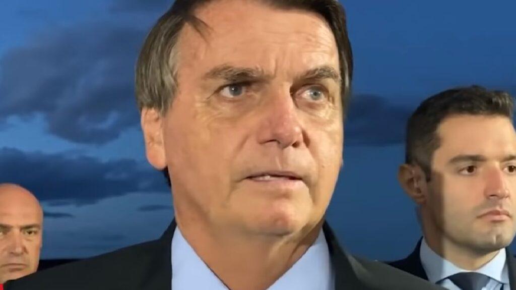 Contra Lula, Bolsonaro defende o voto impresso e diz não estar preocupado com eleições