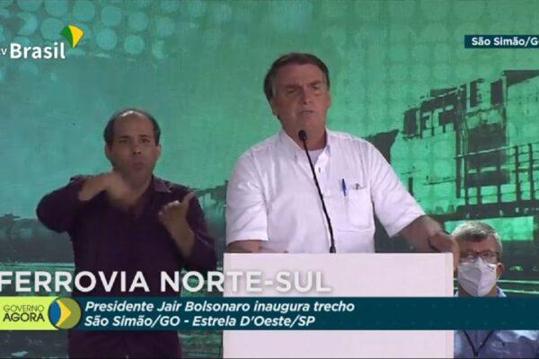 """Bolsonaro diz que é preciso """"arrumar uma fonte de custeio"""" para reduzir impostos sobre combustíveis"""
