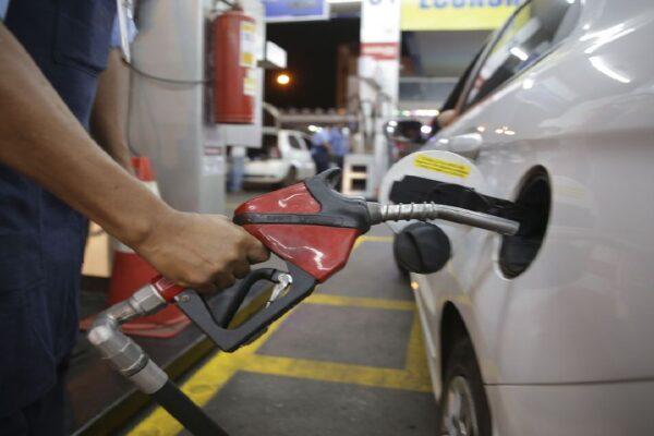 Petrobras anuncia primeira redução no preço da gasolina em 2021
