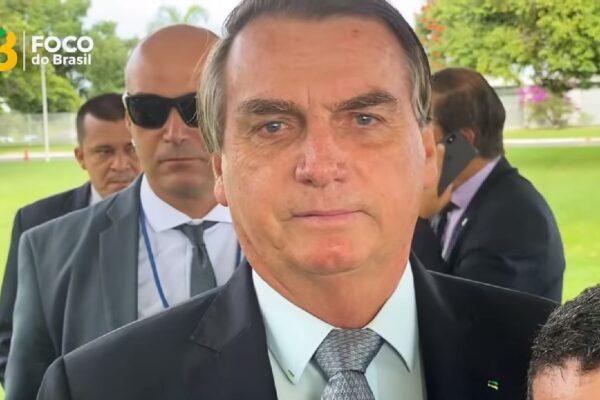 """""""Pode ter certeza que tudo que for legal fazer, eu farei!"""" diz Bolsonaro a apoiadores que pedem reabertura do comércio e volta ao trabalho"""