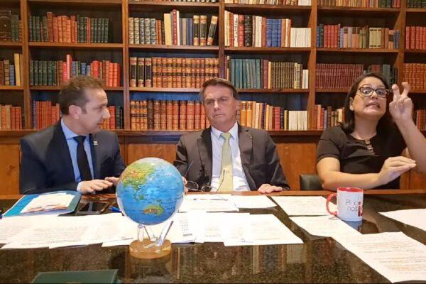 Presidente Bolsonaro diz que fará o que o povo quiser e ressalta ser o chefe das Forças Armadas