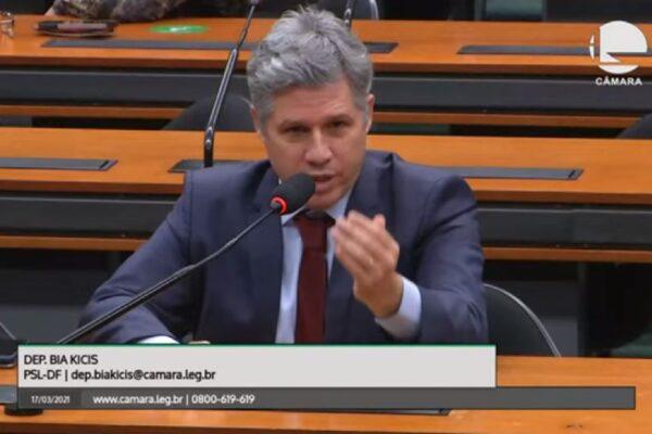 """Quebra pau na CCJ: Deputado petista chama Bolsonaro de genocida e é massacrado por Carlos Jordy: """"Você é um vagabundo. Cúmplice de vagabundo e ladrão!"""""""