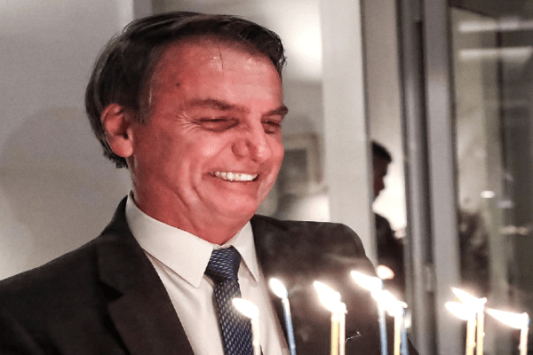 Bolsonaro completa 66 anos: Uma homenagem ao homem que falava sozinho e hoje fala e representa toda Nação Brasileira