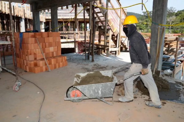 SC tem mais de 4 mil vagas abertas de emprego; Oeste concentra maior número de oportunidades