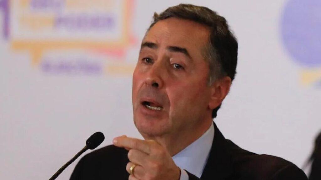 """Barroso esquece microfone ligado e acaba tendo chamada com ministro """"vazada"""""""