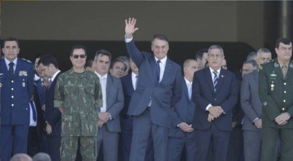 """Bolsonaro: """"Apoio ao Presidente está nas mãos das Forças Armadas"""""""