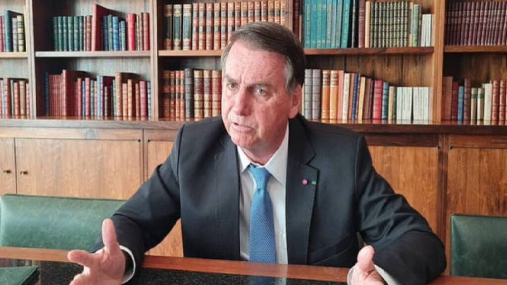 """Bolsonaro: """"Porque temos que concorrer as eleições sob o manto de desconfiança?"""""""