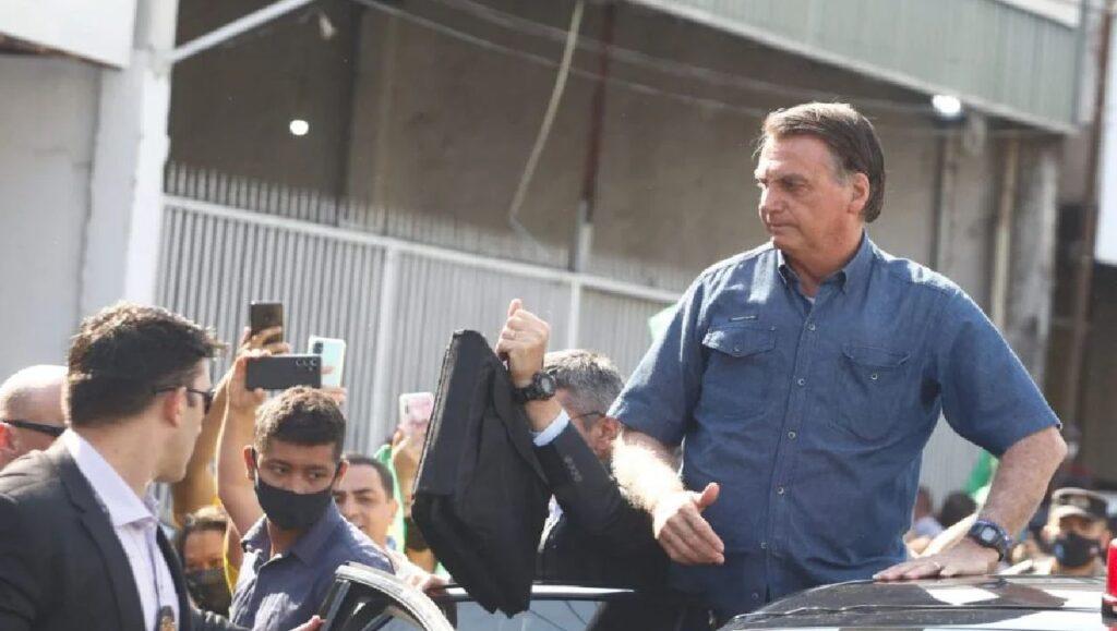"""Bolsonaro: """"Terminando preso, jamais. Vivo, dependo de Deus. Com a vitória, ao lado de vocês"""""""