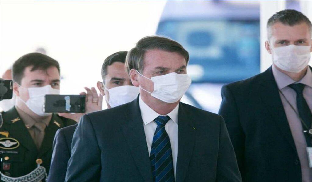 Bolsonaro anuncia liberação de venda de qualquer tipo de combustível em postos de gasolina
