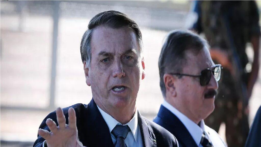 """Bolsonaro diz que não se pode deixar que """"um ou dois caras estragarem a democracia do Brasil"""""""