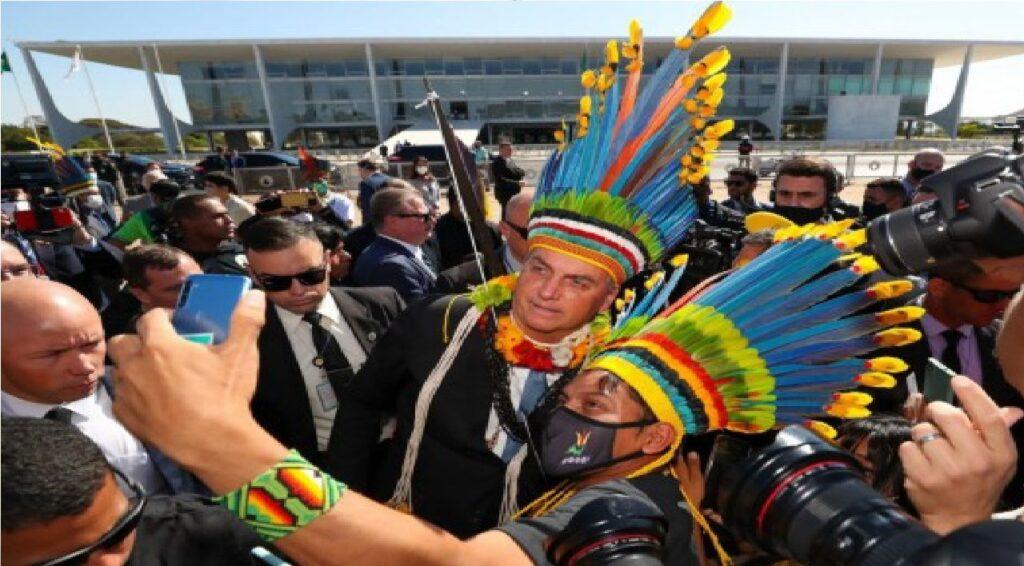 Bolsonaro recebe presidente da Funai e outros 300 indígenas no Palácio do Planalto