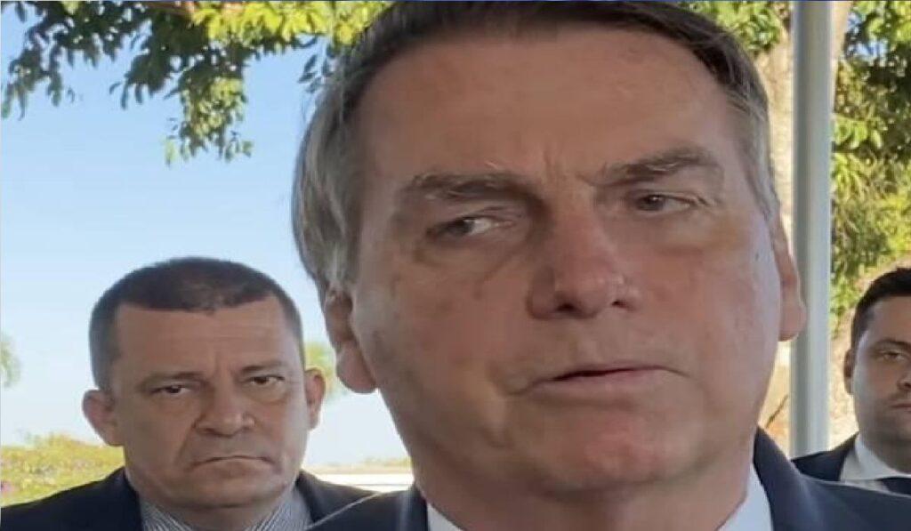 """Bolsonaro sobre metade dos deputados que votaram contra Voto Impresso: """"Votou chantageada"""""""