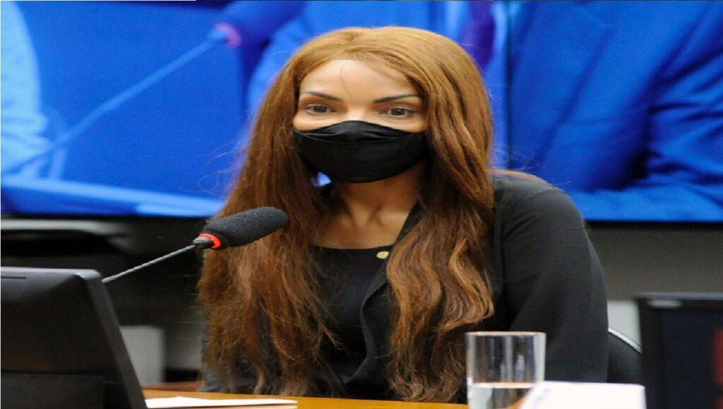 Deputada cassada irá para audiência de custódia neste sábado