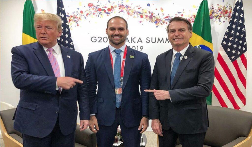 """Eduardo Bolsonaro diz que está do lado de """"homens de reputação ilibada"""" e autoridade moral"""
