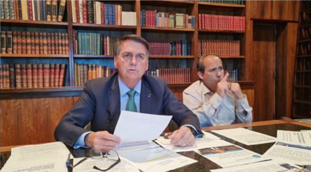 Em live, Bolsonaro diz que está apurando sobre assunto dos votos desviados por hackers