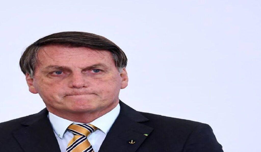 Presidente Bolsonaro diz que hackers desviaram 12 milhões de votos dele nas eleições passadas