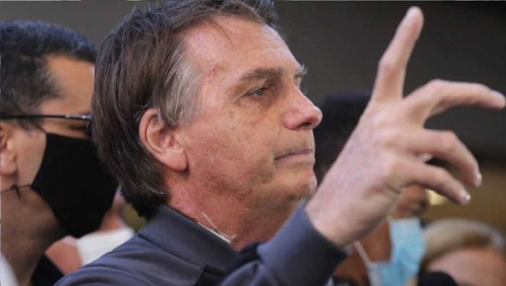 "Presidente Bolsonaro volta a dizer que ""somente Deus o tira da cadeira presidencial"""