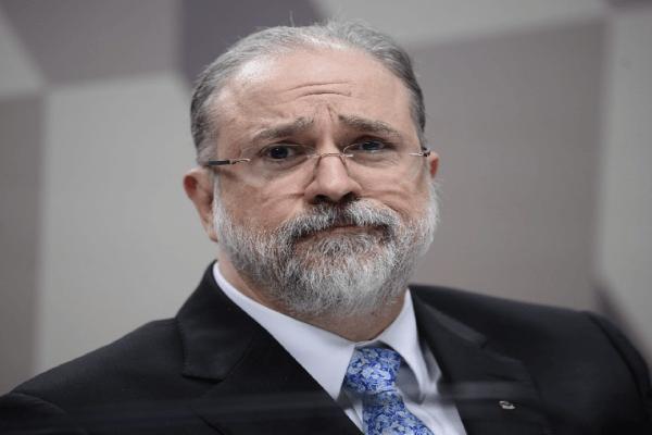 Aras quer suspender MP de Bolsonaro que limita remoção de conteúdo nas redes até apreciação do STF