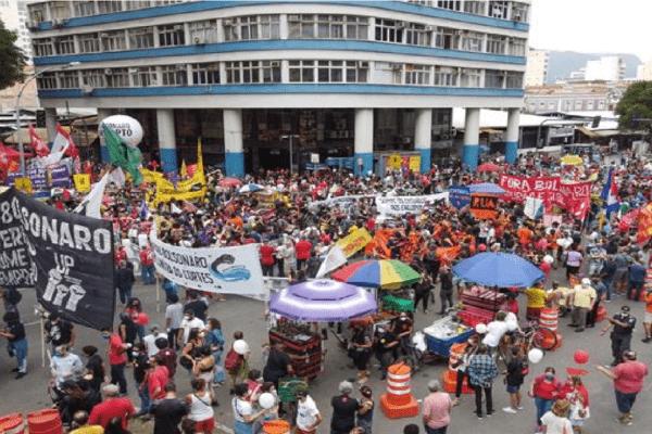Partidos de oposição tentam acordo para encher protestos