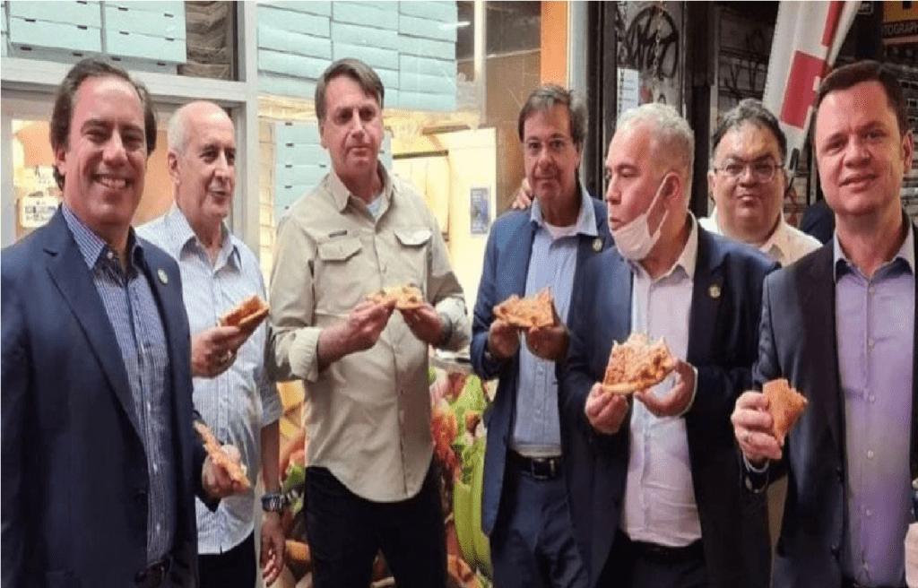 Presidente Bolsonaro e comitiva comem pizza em calçada de NY